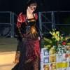Presentatrice vestita dalla fantasia di Monia Bolletta
